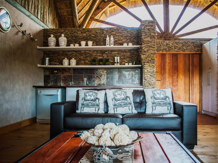 Aloe Ridge Self-Catering Accommodation - Lounge Dining